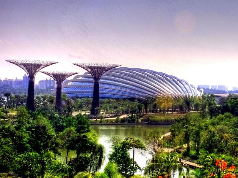Обилие зелени в сочетании с уникальной современной архитектурой - отличительная черта Сингапура