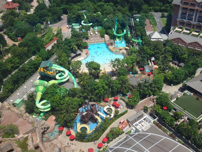 Аквапарк Adventure Cove Waterpark объединяет на своей площади всевозможные виды развлечений