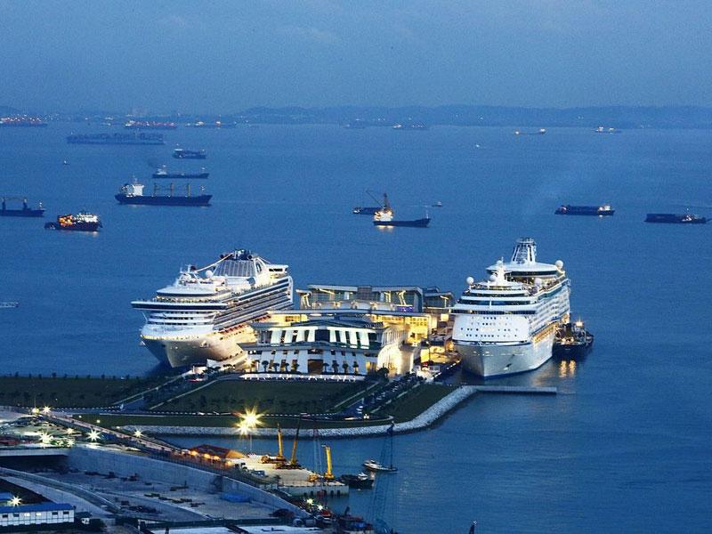 Круизный центр Марина Бэй может одновременно принять два больших лайнера