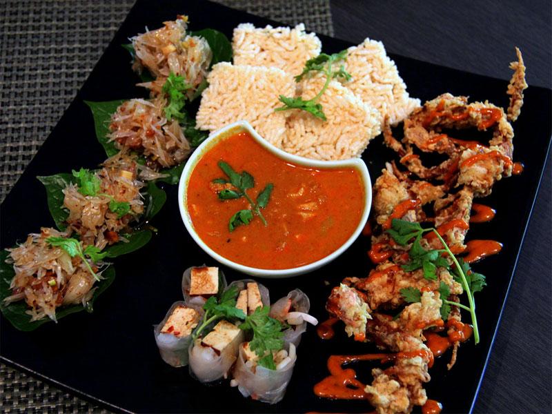 Разнообразная и вкусная сингапурская кухня - это настоящий пир для гурманов