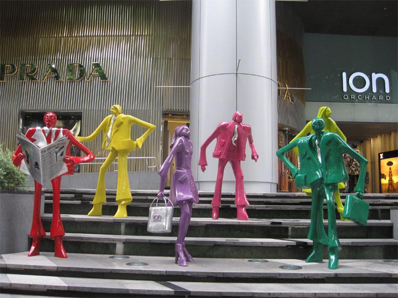 В Сингапур многие туристы приезжают только из-за великолепного шопинга