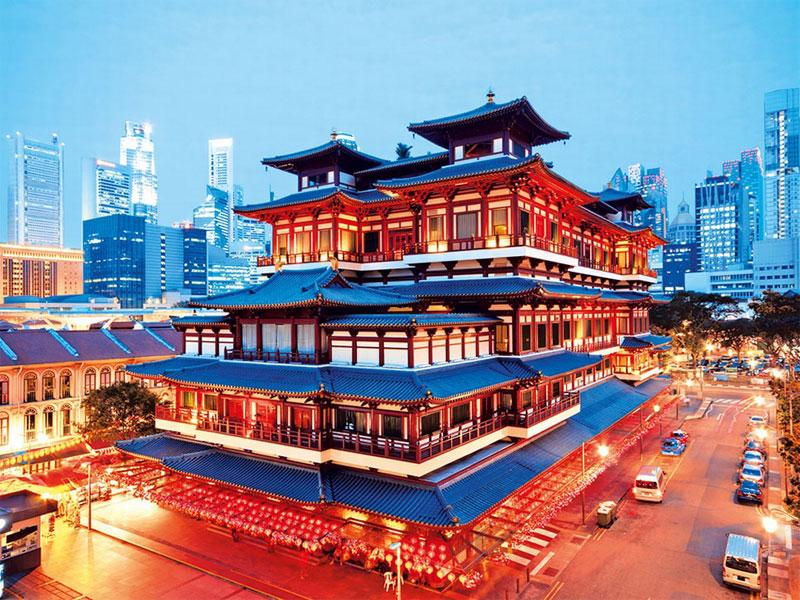 Buddha Tooth Relic Temple построен в архитектурном стиле времен китайской династии Тан
