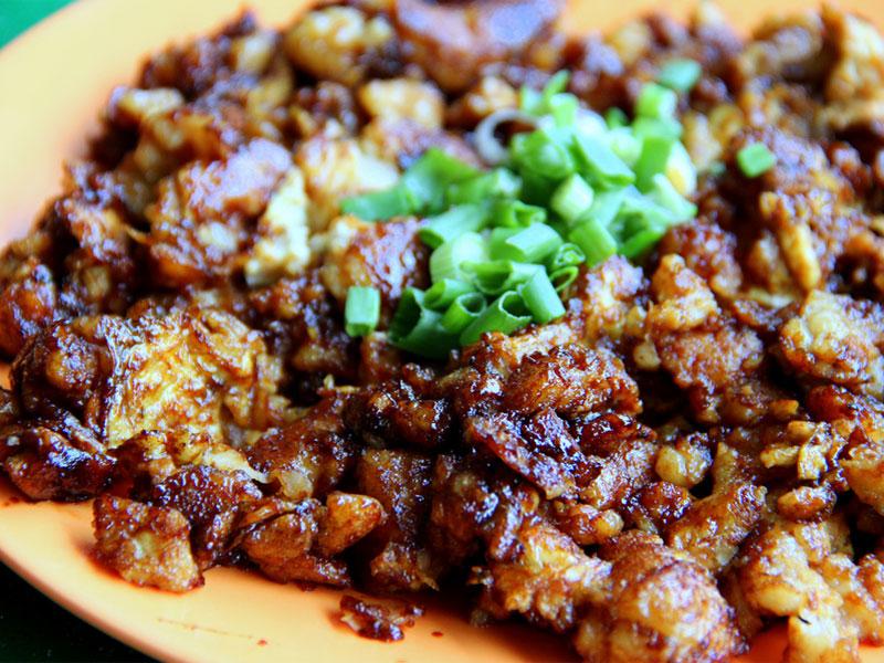 Блюдо чай тао квэй бывает или белым, или черным, в зависимости от наличия в нем соевого соуса