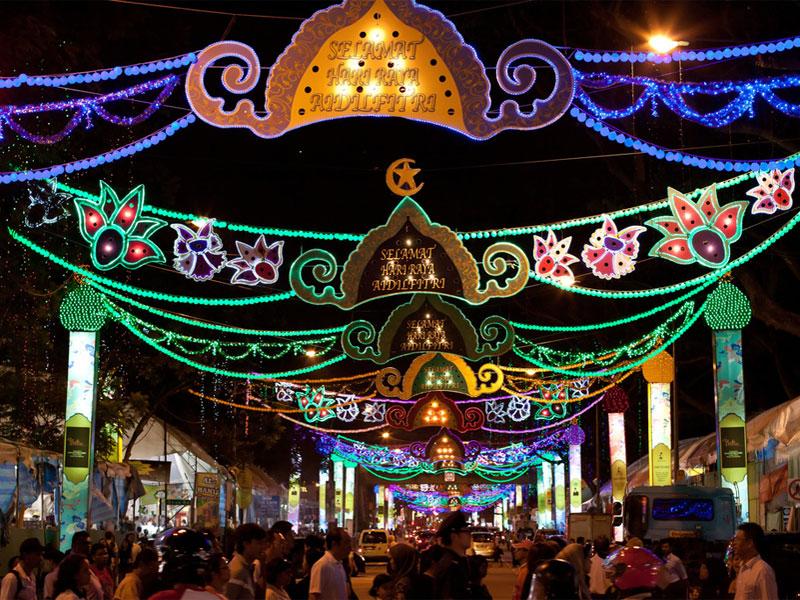 В честь Хари райя пуаса Сингапур расцвечивается праздничной иллюминацией
