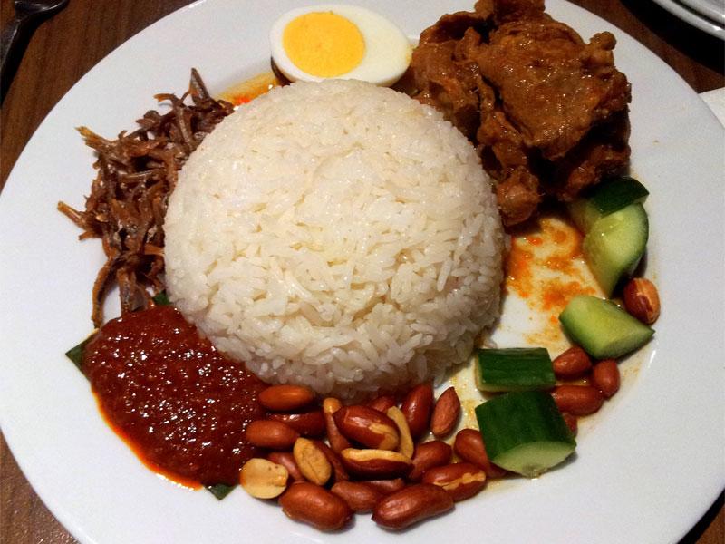 Несмотря на свою внешнюю простоту, рис наси лемак получается довольно вкусным