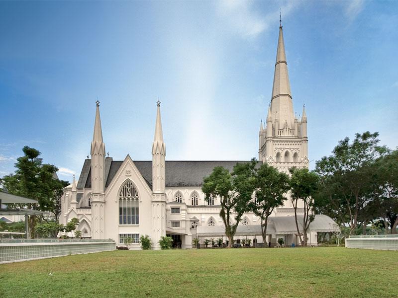 Собор Святого Андрея объединяет самую большую христианскую общину Сингапура