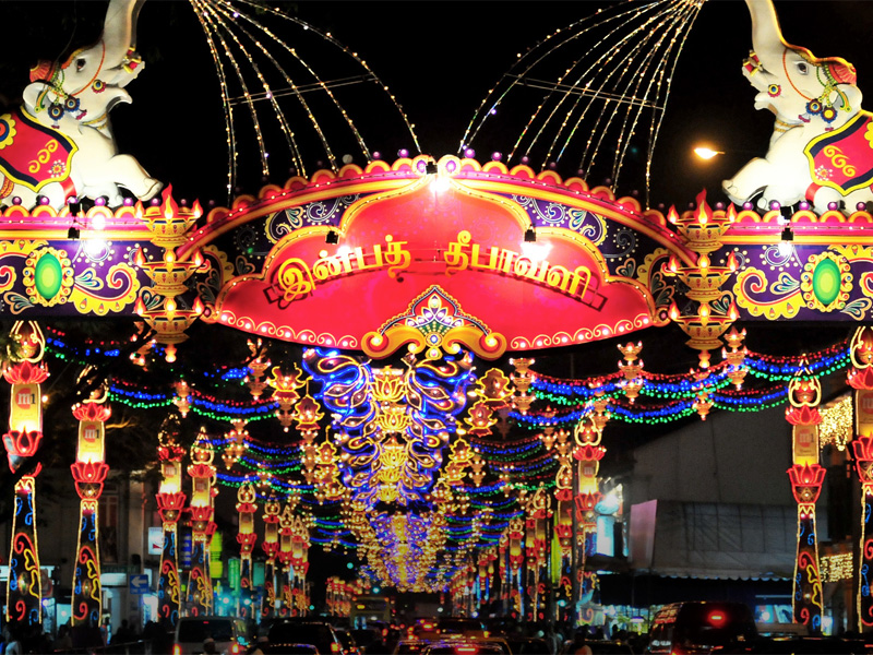 Фестиваль Огней раскрашивает весь Сингапур праздничной световой иллюминацией