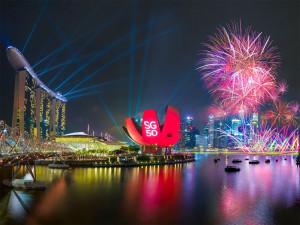 Новогоднее шоу Marina Bay Countdown в Сингапуре