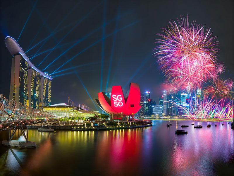 Встреча Нового года в Сингапуре отличается грандиозными фейерверком и лазерным шоу