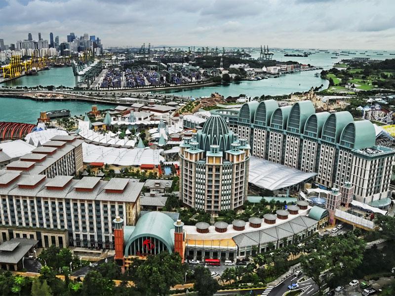 Resorts World Sentosa занимает почти половину острова Сентоза