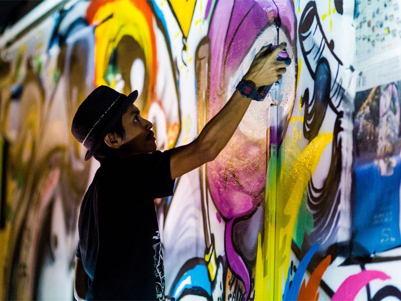 Сингапурская неделя искусств раскрашивает весь город яркими красками