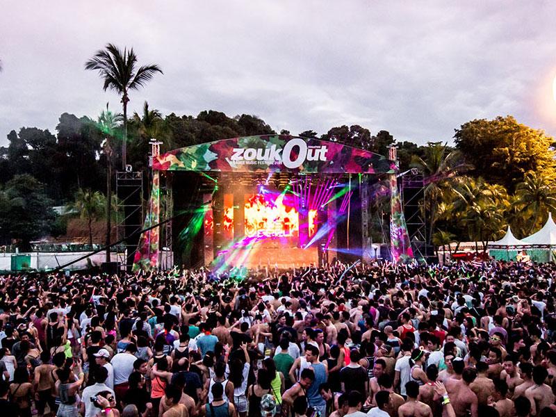 Фестиваль ZoukOut - это главная пляжная вечеринка года во всей Азии