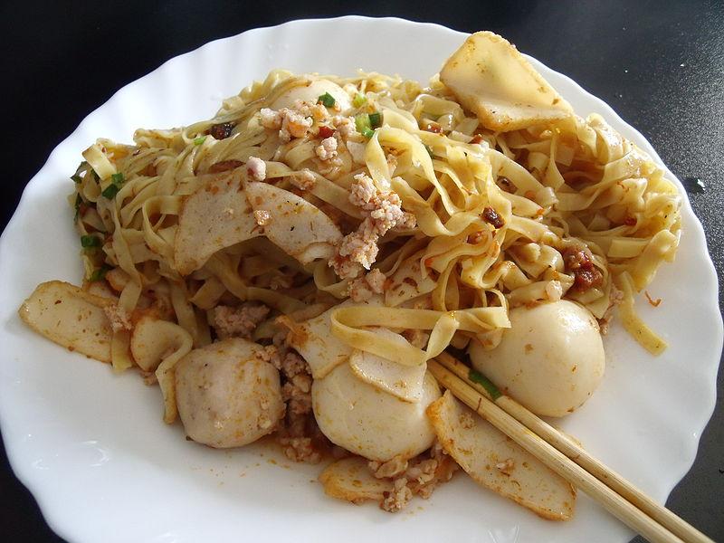 Блюдо бак чор ми должно понравиться всем любителям китайской лапши