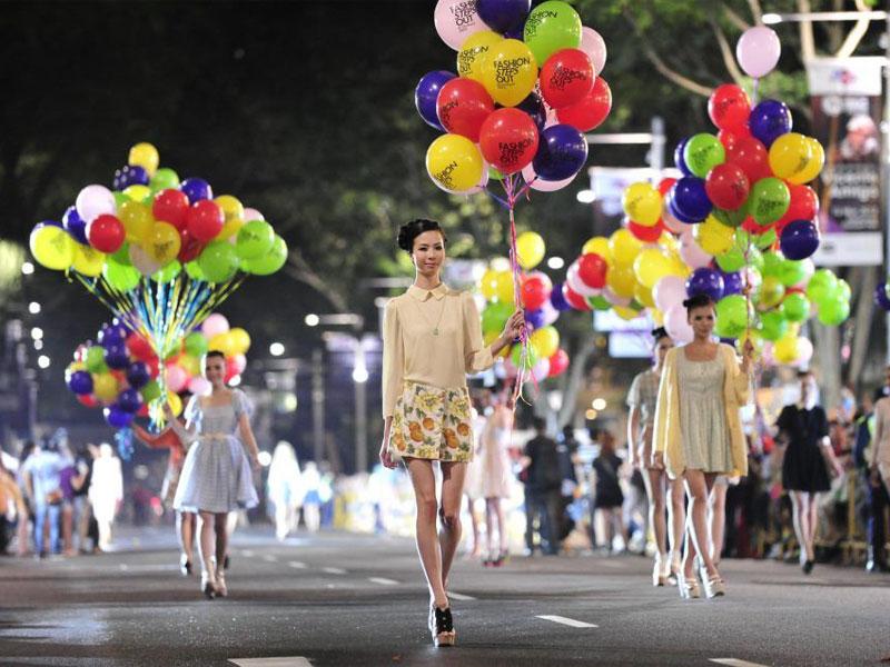 Во время Fashion Steps Out гламурная мода в буквальном смысле выходит на улицу