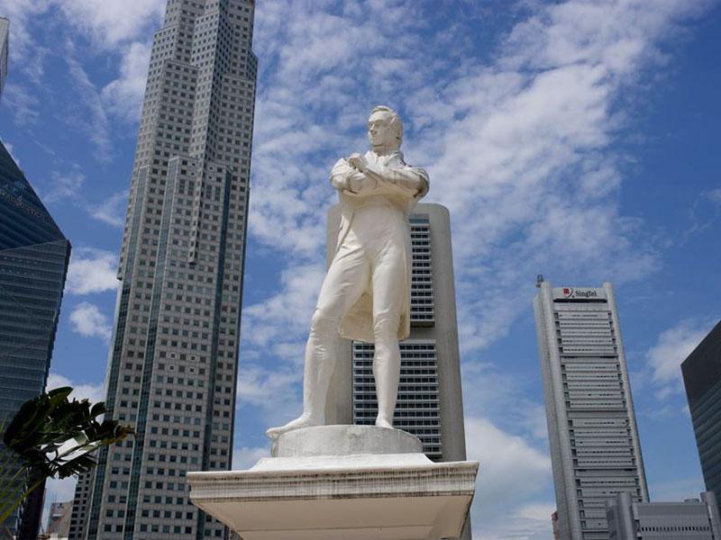 Статуя сэра Стэмфорда Раффлза в Сингапуре