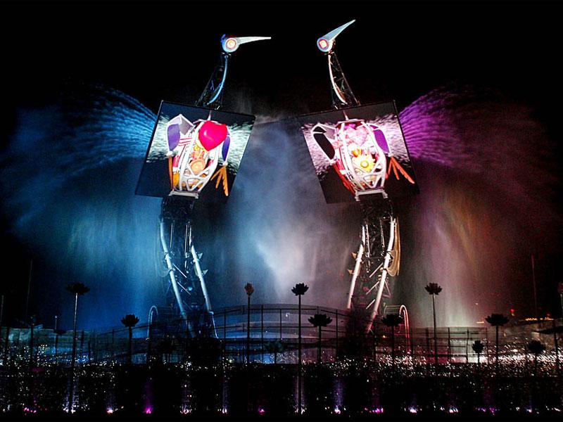 Механические птицы этого шоу демонстрируют настоящие живые эмоции