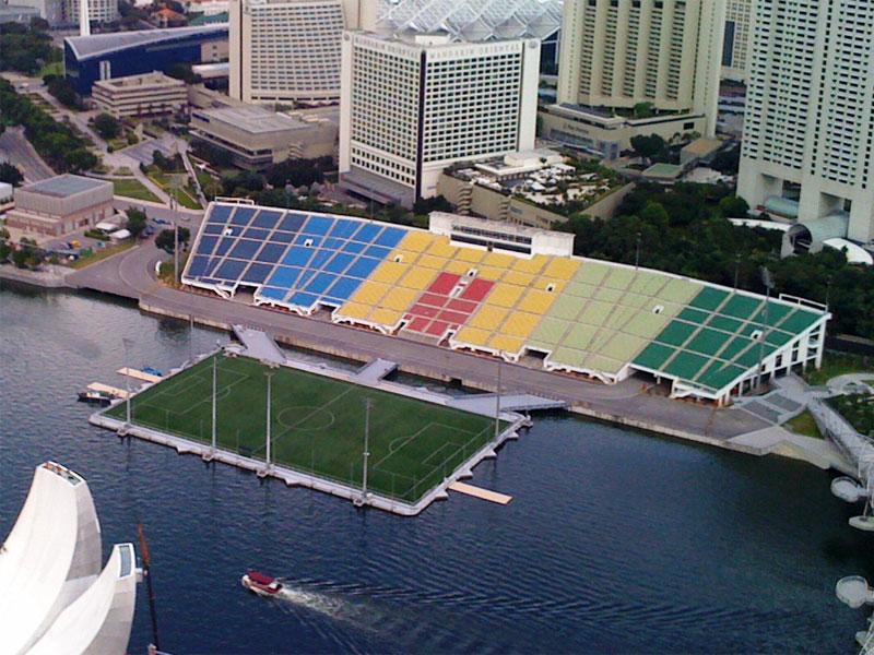 Сингапурский плавучий стадион является крупнейшим подобным сооружением в мире