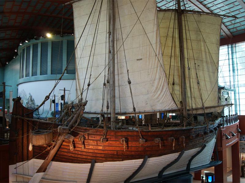 Главный экспонат Морского музея - копия старинного арабского судна Jewel of Muscat